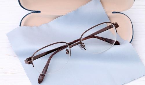 ダウン症がメガネの理由|我が子もメガネっ子になってしまった体験談